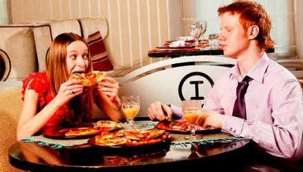 Каждая третья девушка ходит на свидания ради бесплатного ужина