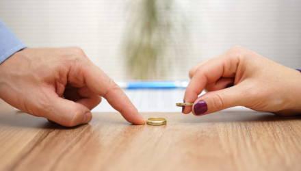 «Жена ни дня не работала, а теперь хочет отнять у меня предприятие». Адвокат отвечает белорусу