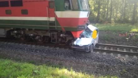 Страшное ДТП: поезд «Могилев–Солигорск» врезался на переезде в иномарку. Житель Быховского района погиб