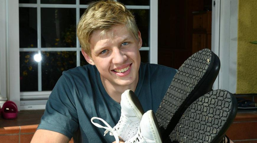 Подросток из Германии попал в книгу рекордов благодаря размеру обуви