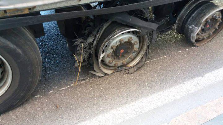 Для пьяного белорусского дальнобойщика лопнувшие колеса не помеха