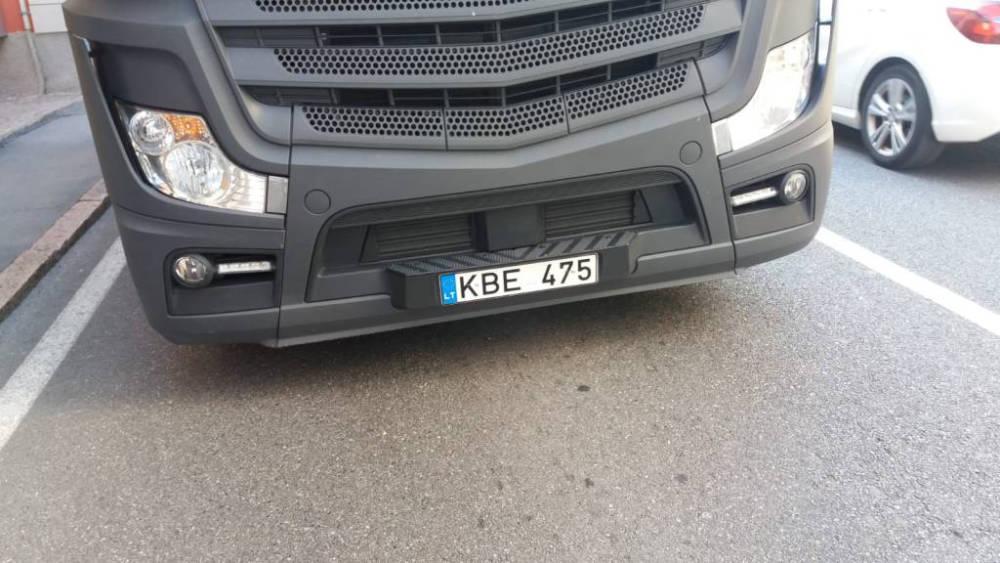 Для пьяного белорусского дальнобойщика взорвавшиеся колеса не помеха