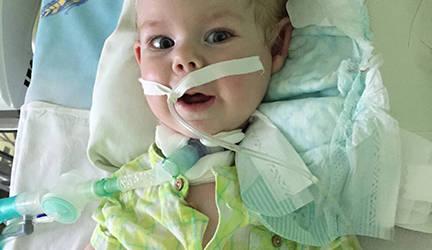 Семья из Могилева не может забрать 11-месячного сына из реанимации, так как у них нет возможности купить аппарат искусственной дыхания