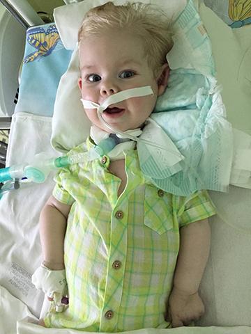 Семья из Могилева не может забрать 11-месячного сына из реанимации, так как у них нет возможности купить аппарат искусственного дыхания
