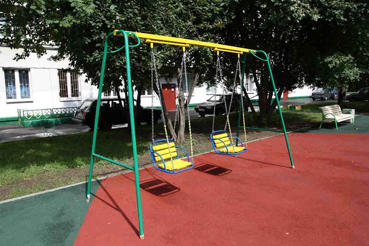 Подробности происшествия с ребенком, пострадавшим от качелей в Шкловском районе