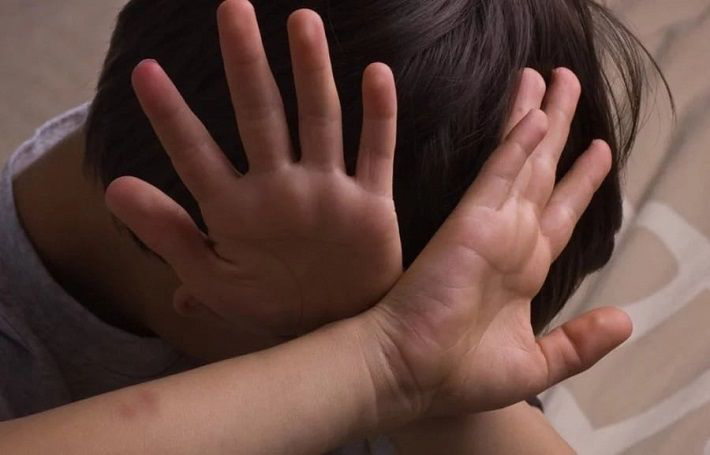 В Витебске «заботливый» отец избил и выгнал 4-летнего ребенка из дома