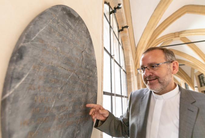 """В Германии нашли могильный камень """"реальной"""" Белоснежки"""