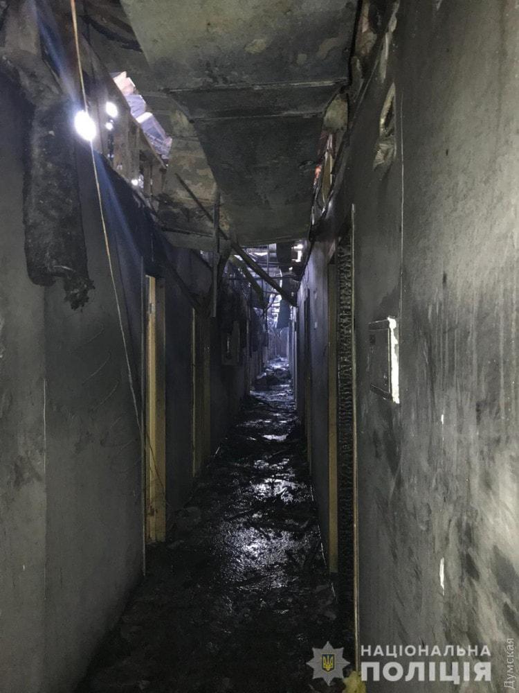 На пожаре в одесской гостинице погибли 8 человек, еще 10 пострадали
