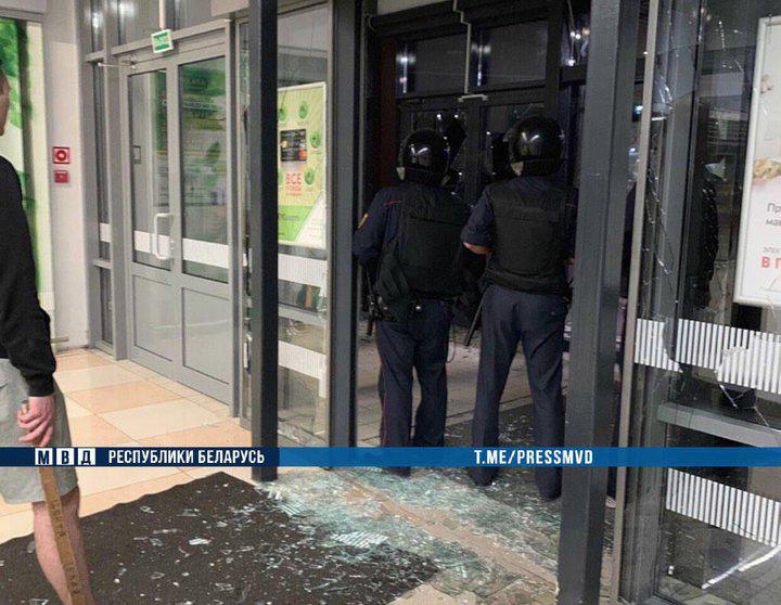 В магазин с топором – это по-нашему, решил брестчанин и пошел громить витрины