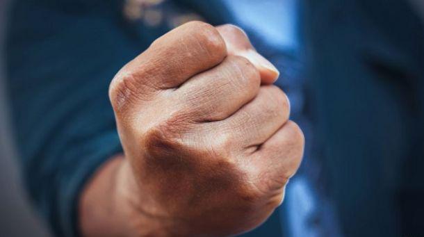 Курить – здоровью вредить! Могилевчанин пытался отучить незнакомца от пагубной привычки и для убедительности пустил в ход кулаки
