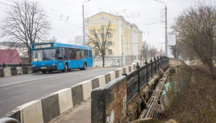 Утверждены маршруты движения автобусов и троллейбусов, курсировавших через ж/д вокзал на улице Первомайской, на период закрытия моста