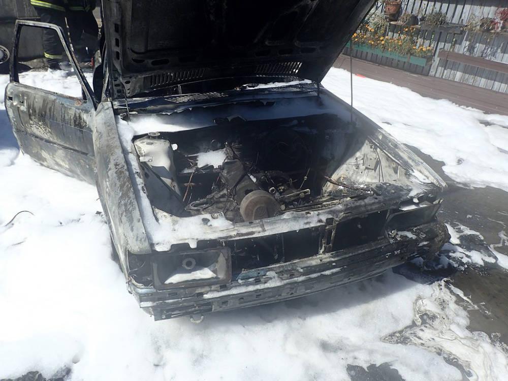 В Бобруйске открытым пламенем горел автомобиль