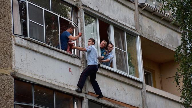 В Саранске возбудили дело против папаши, который пытался выкинуть из окна дочь