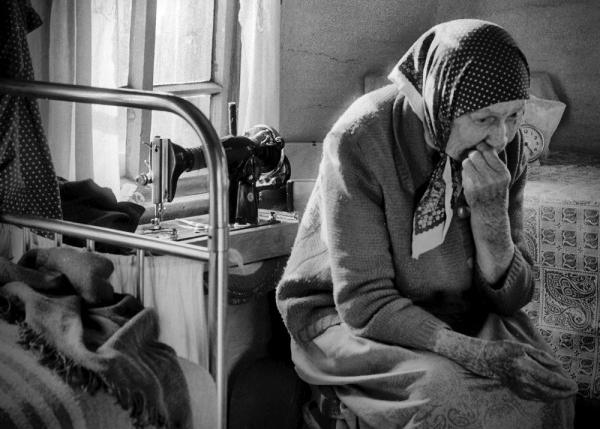 Как работница социальной службы помогла пенсионерке из Могилева потратить пенсию