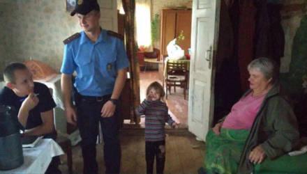 Потерявшуюся в Кировском районе девочку нашли в соломе