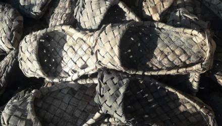 В Шклове нашли гору 100-летних лаптей в идеальном состоянии