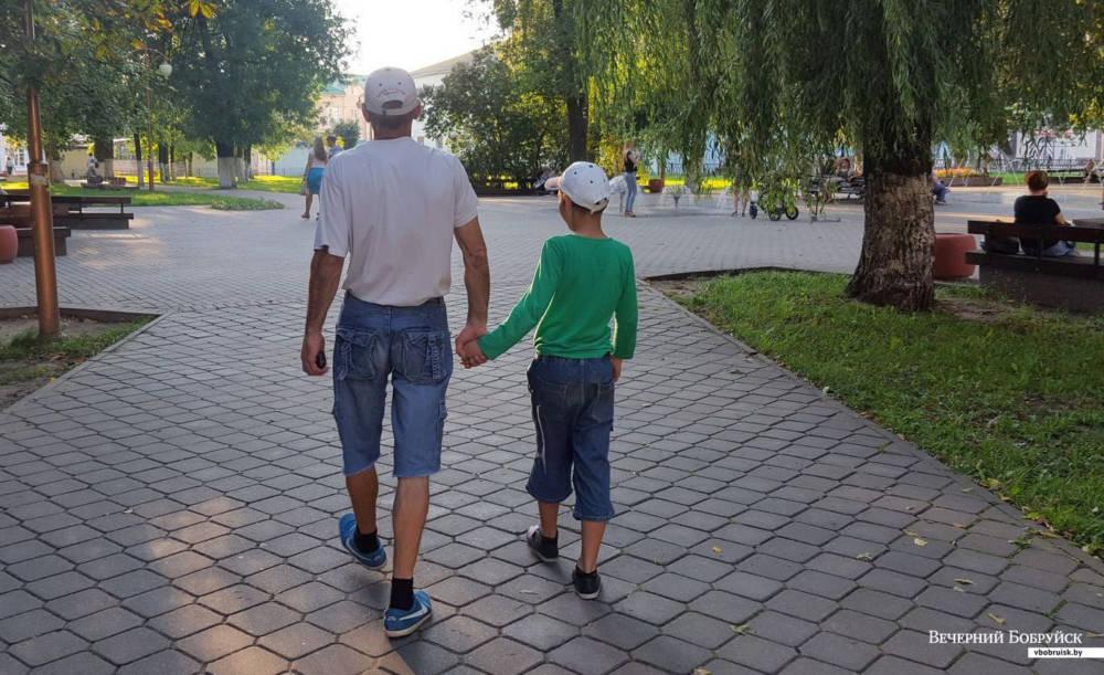 Отец с ребенком из Бобруйска остались без жилья и вещей. Им очень нужна помощь