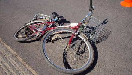 В Глусском районе автомобиль сбил велосипедиста