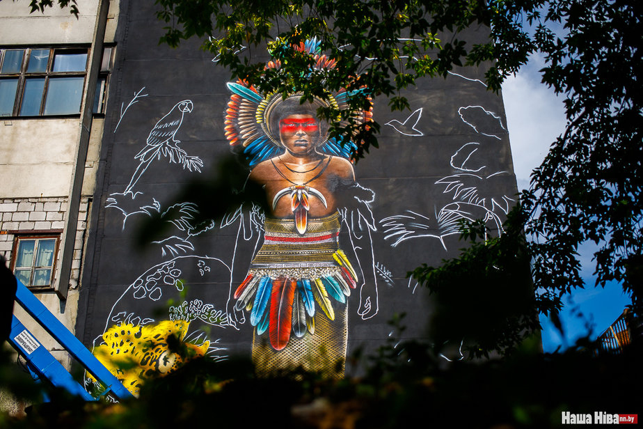 Посмотрите какое необычное граффити рисует могилевчанин, участвующий в фестивале Vulica Brasil в Минске
