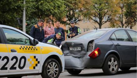 На улице Могилёва такси протаранило автомобиль