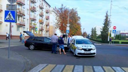 На главной площади Бобруйска такси попало в ДТП