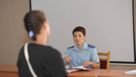 «Он ко мне не идёт». В Бобруйске судят женщину за уклонение от компенсации расходов на содержание сына