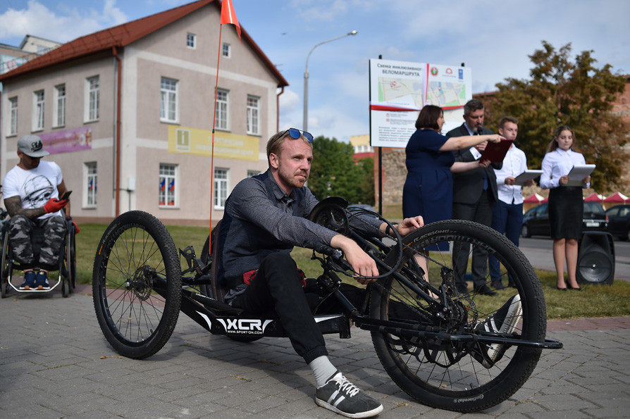 Смотрите, как выглядит первая в Беларуси инклюзивная велодорожка