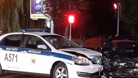 В Могилёве пьяный водитель не уступил дорогу служебной автомашине Департамента охраны