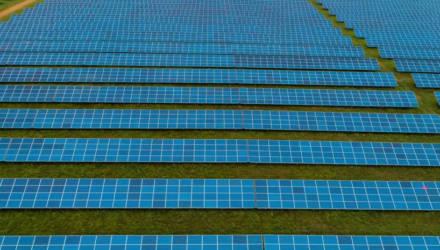 В Могилёвской области сняли солнечную электростанцию с высоты птичьего полета. Посмотрите!