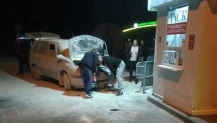 Видеофакт. У жительницы Бреста сгорел автомобиль по дороге в Польшу