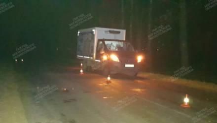 В Кировском районе водитель совершил наезд на женщину, которая лежала на проезжей части