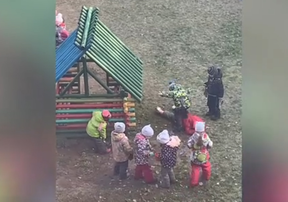 Дожили! В Ярославле детсадовцы толпой избили девочку (видео)