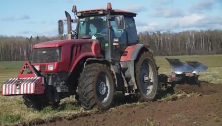 Могилёвские аграрии задабривают землю (видео)