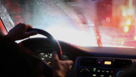 Вечно потеющие стекла и затхлый запах в салоне. Откуда в машине повышенная влажность и как с ней бороться?