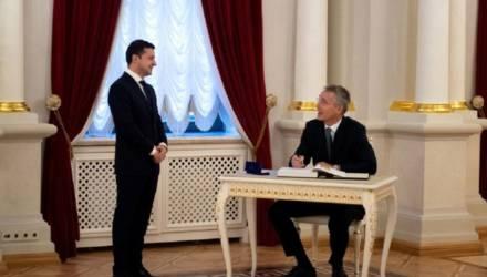Фото Зеленского со встречи с генсеком НАТО рассмешило соцсет