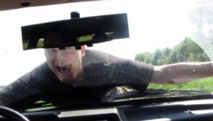 Полтора километра на капоте. Житель Бобруйска осужден за насилие в отношении сотрудника милиции