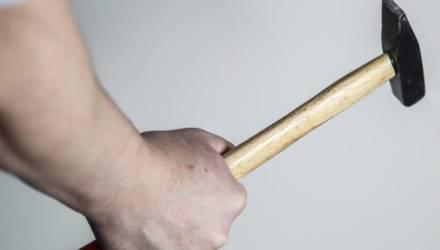 Бобруйчанин угрожал убить жену молотком. Придется отвечать за угрозу