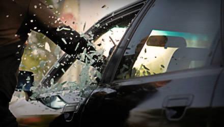 19-летний могилевчанин ударил по стеклу чужого авто