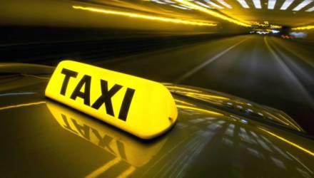 Пассажир такси в Могилёве в ответ на замечание повредил двери машины