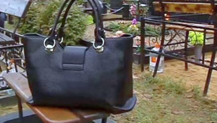 В Бобруйске на кладбище ограбили пенсионерку