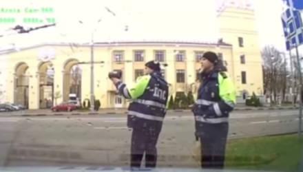 В Гомеле пьяный водитель пытался скрыться от экипажа ГАИ (видео)