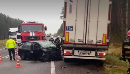 Фатальный обгон: две машины столкнулись лоб в лоб на трассе М3