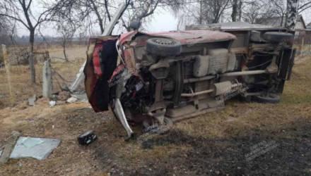 В Могилёвском районе перевернулся грузовой Mercedes с пассажирами