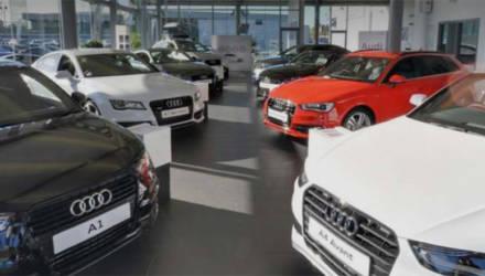 Трехлетняя девочка заскучала в автосалоне Audi и исцарапала 10 новых машин