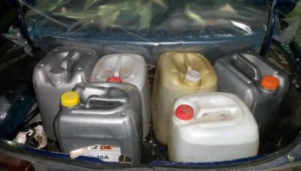 Зеленое – значит запретное: под Бобруйском остановили машину с окрашенным дизтопливом в багажнике