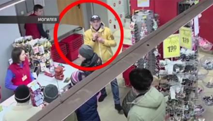 Сыщики Могилёва ищут человека, который пытался взять в магазине товар без оплаты