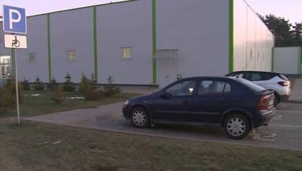 В Могилёве ГАИ штрафует за неправильную парковку на местах для инвалидов (видео)
