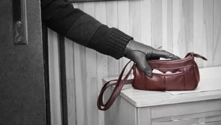Пьяный посетитель магазина в Мстиславе пытался украсть из подсобки вещи работников