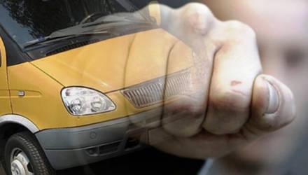 Могилевчанин вырвал сиденья в маршрутке и повредил рычаг коробки передач