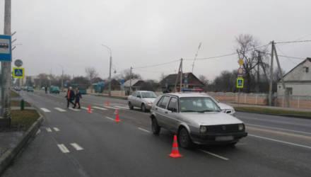 """В Кобрине 15-летний парень """"рванул"""" через дорогу и попал под машину (видео)"""